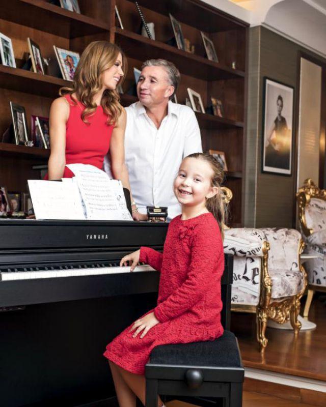 Soția lui Dan Petrescu e considerată Victoria Beckham de România